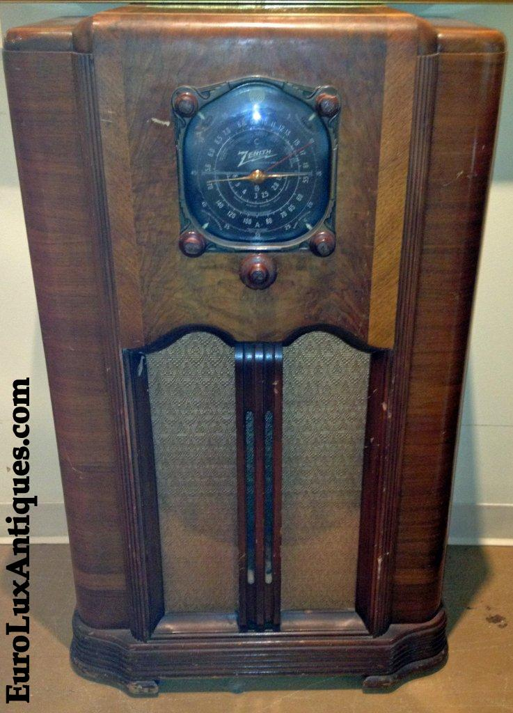 One of our antique finds: 1937 Art Deco Zenith Radio