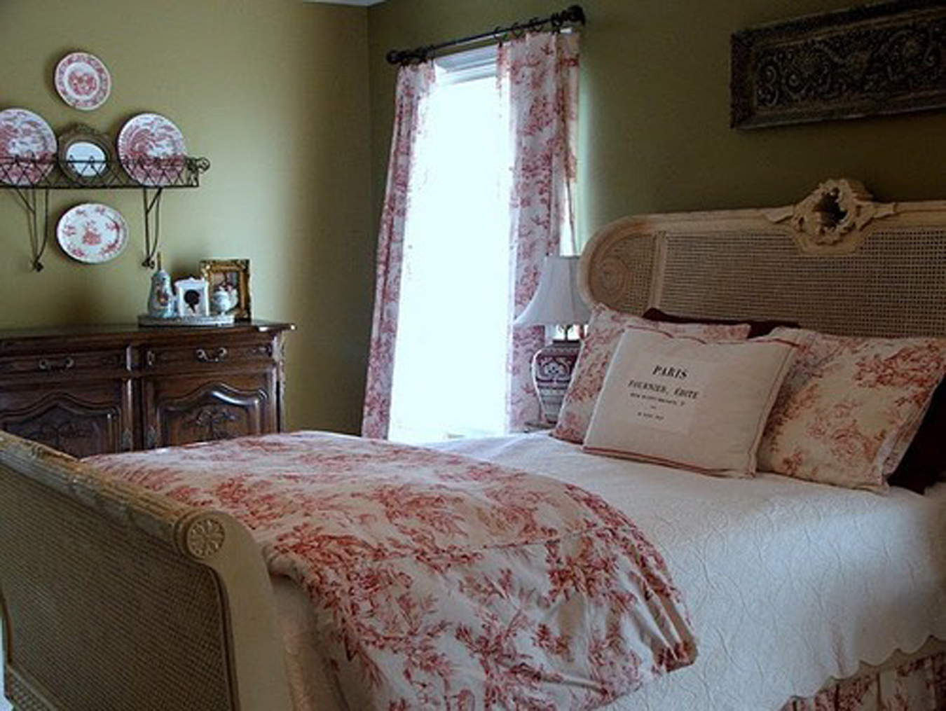 Romantic Bedroom Decor pink toile