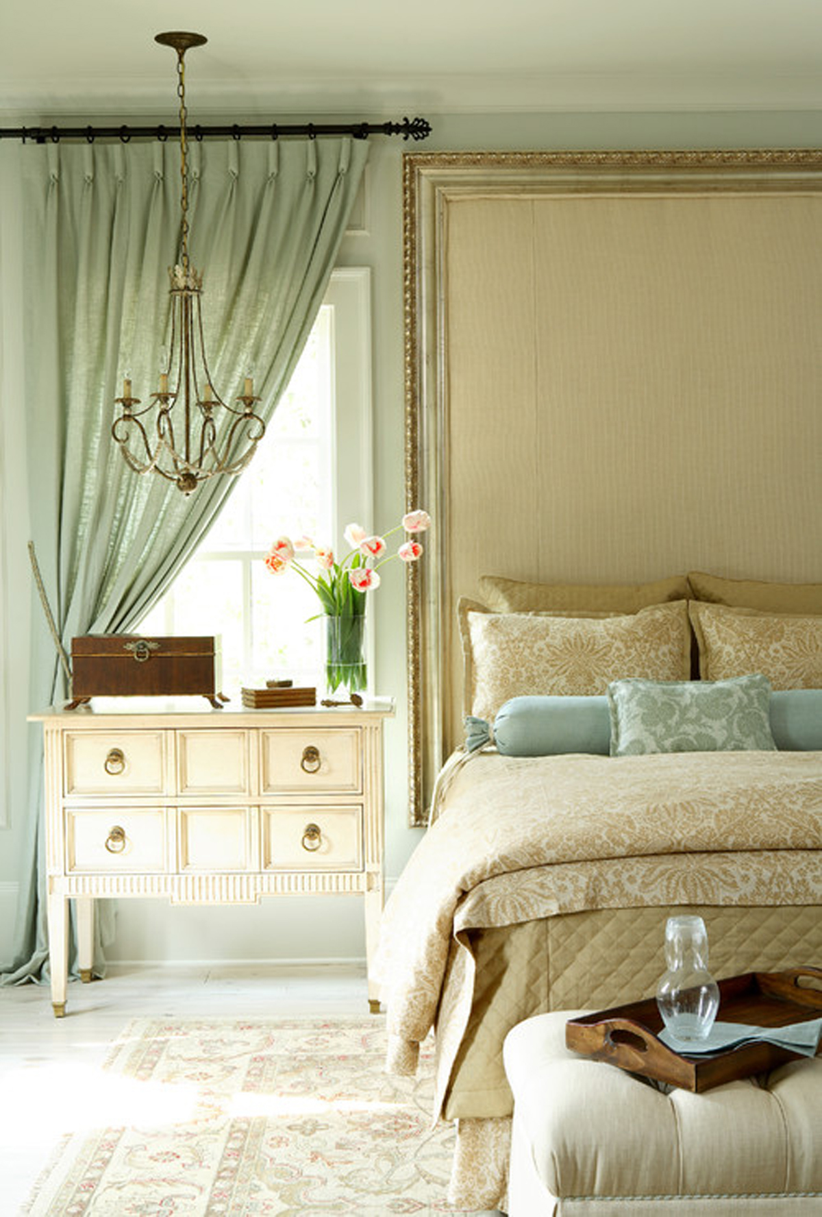 traditional romantic bedroom decor