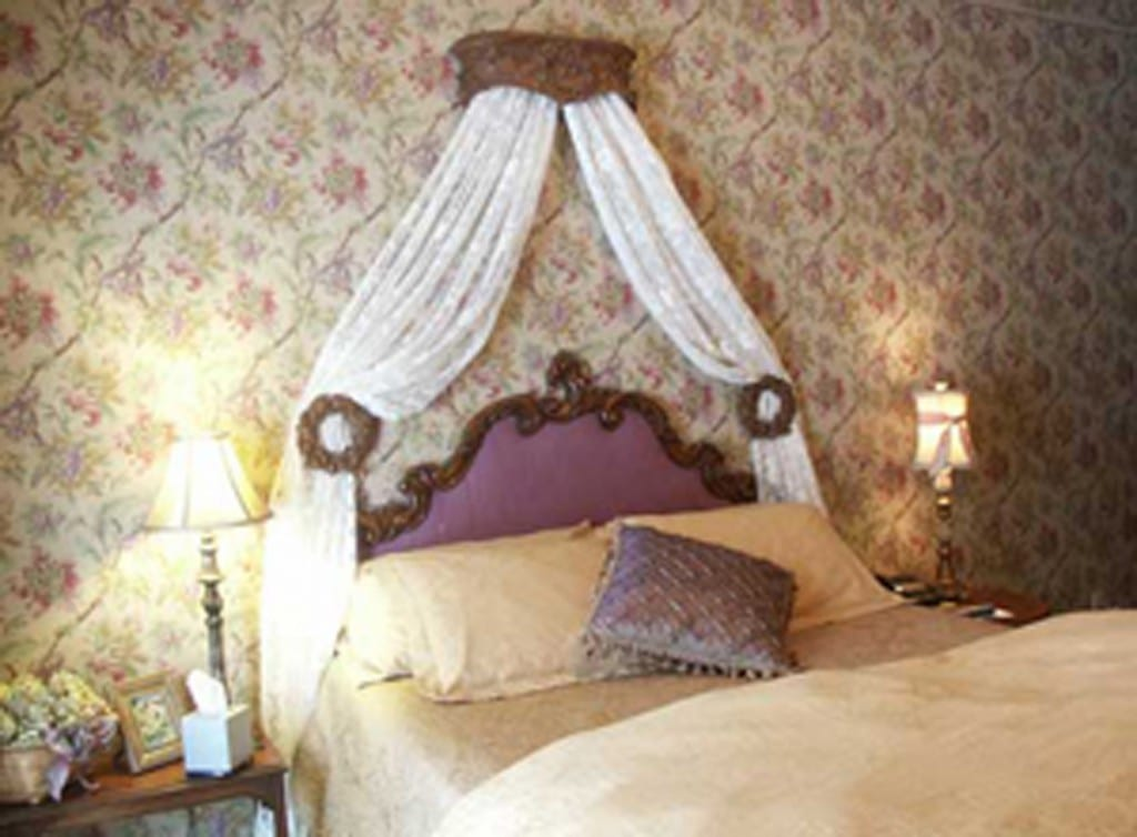 Romantic Bed in Victoria Inn Bethel Maine